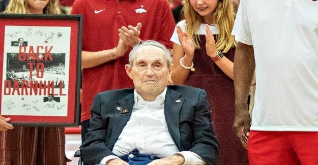 Eddie Sutton, Salón de la Fama de entrenador de baloncesto, muerto a los 84 años