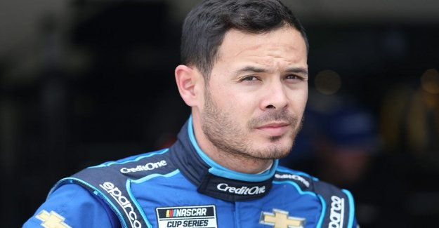 Kyle Larson gana la primera carrera desde que fue suspendido por la NASCAR para el uso de un insulto racial