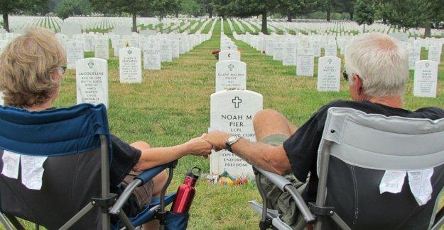 Las familias de militares compartir el Día de los caídos con la nación de luto coronavirus pérdidas