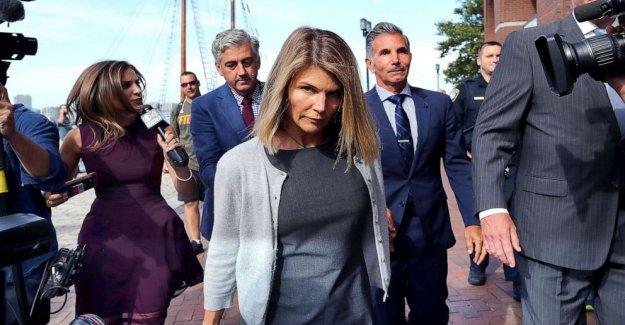 Lori Laughlin, Mossimo Giannulli declararse culpable de papeles en 'Varsity Blues' escándalo