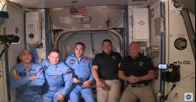 Los astronautas de la NASA bordo de la Estación Espacial Internacional en la histórica misión de SpaceX