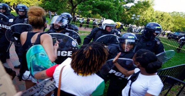 Los enfrentamientos de descanso cerca de la Casa Blanca entre la policía, los manifestantes como el malestar se extiende en fin de semana