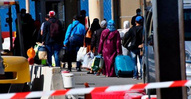 Los marroquíes atrapada en España durante los 2 meses de la cabeza al fin en casa