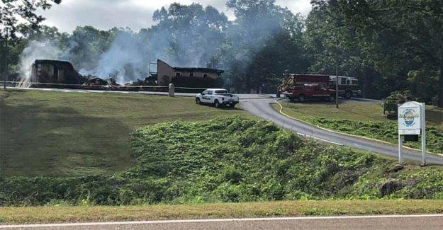 Mississippi iglesia concede medida cautelar para sostener los servicios de apenas unos días después de ser quemado en el suelo