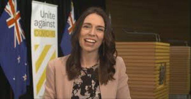 Nueva Zelanda PM Arden de la respuesta al terremoto de hace viral