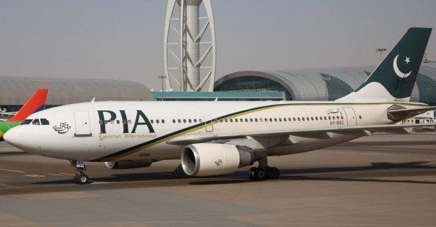 Pakistan International Airlines avión con 107 a bordo de los accidentes en Karachi: funcionarios