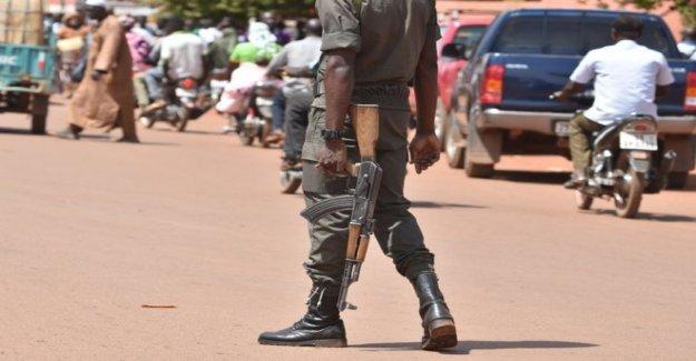 Pistoleros 'matar a docenas en Burkina Faso mercado