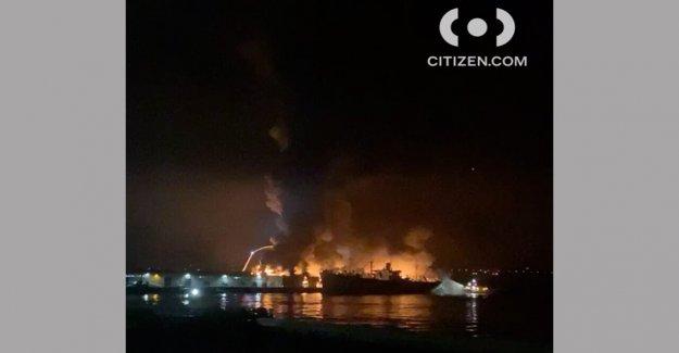 San Francisco de los bomberos de la batalla de gran almacén de fuego cerca de Fisherman's Wharf