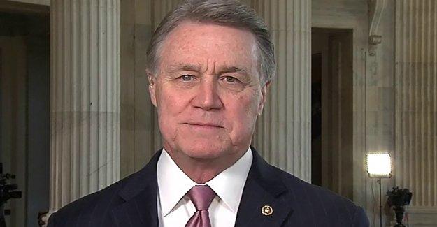 Senador republicano David Perdue la Gran Idea: Dar sin usar visas de trabajo a extranjeros, los médicos, las enfermeras para combatir la escasez de