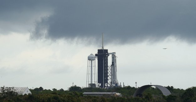 SpaceX, los astronautas de la NASA hacer los preparativos para un segundo intento en el histórico lanzamiento