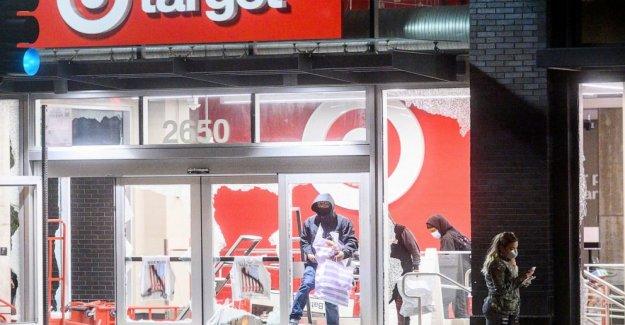 Target, CVS temporalmente cerca de las tiendas debido a la protesta de los peligros