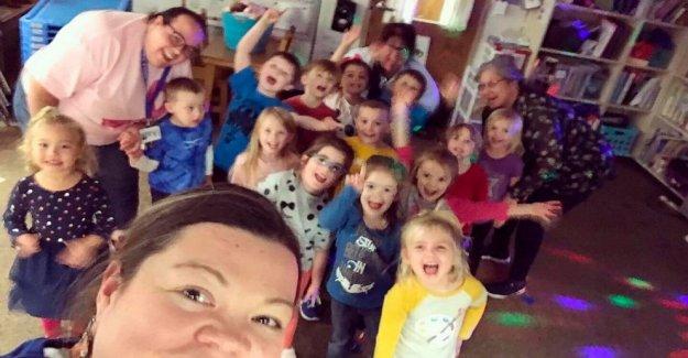 Top educador enseña Kansas preescolares junto a los jubilados