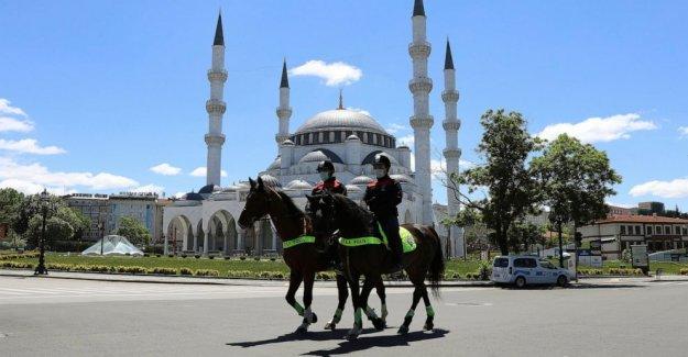 Turquía registra 29 muertes, 987 nueva COVID-19 casos