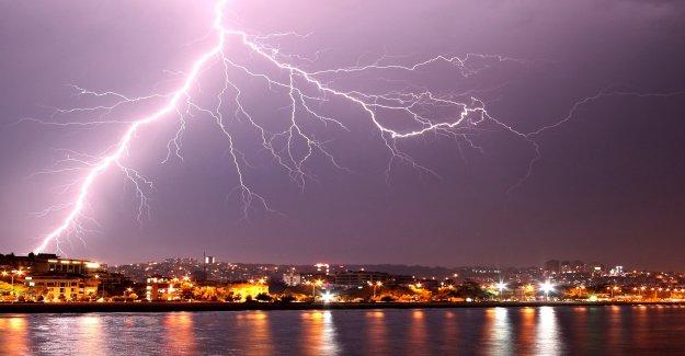 2 relámpago 'megaflashes' rompió récords anteriores de la distancia y el tiempo, la Organización Meteorológica Mundial dice