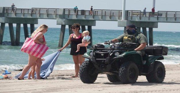 Abogado de la Florida que se vestía como coronavirus 'Grim Reaper' visto en concurridos George Floyd protestas