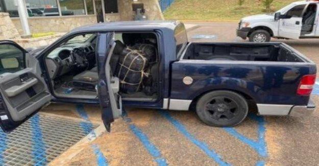 Agentes de la Patrulla fronteriza en Texas irregular de cientos de kilos de marihuana de peluche en el interior de la camioneta