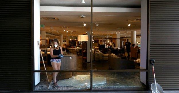 Arizona policías a recuperar más de $46 G en los productos saqueados en centro comercial en George Floyd disturbios