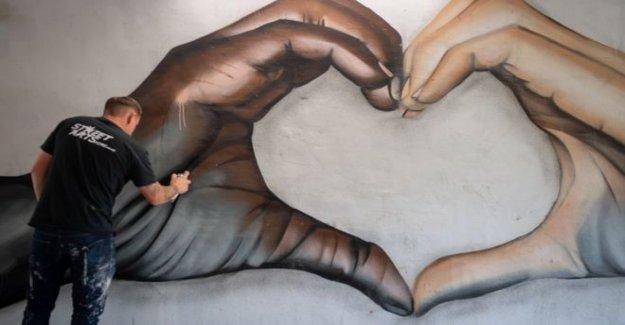 Artista de la calle del anti-racismo mural compartida a nivel mundial
