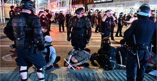 Autoridades federales investigan si los actores criminales ejerciendo de 'comando y control' sobre los disturbios como los ladrillos tirados a los policías