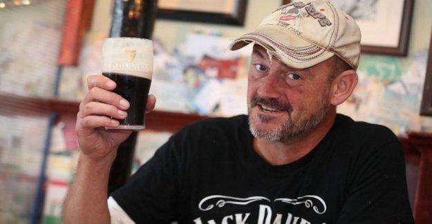 Besos de Piedra de Blarney se reanuda como Irlanda facilita el bloqueo de