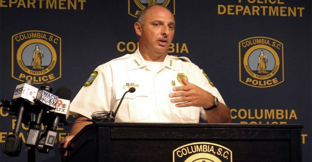 Blanco SC oficial que le disparó, mató a adolescente negro no se le cobrará; fiscal dice adolescente que plantea la amenaza