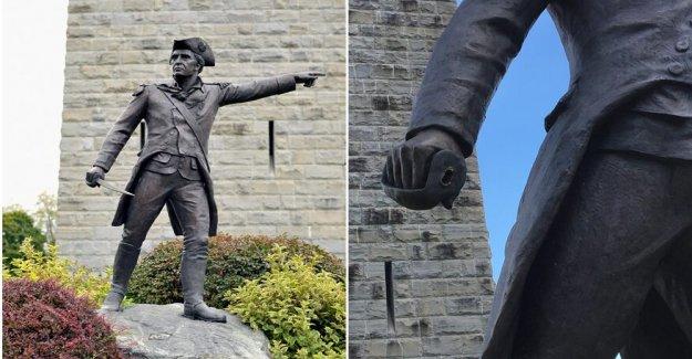 Bronce espada que misteriosamente desapareció de la Guerra Revolucionaria estatua devuelto