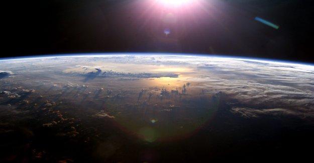 Científicos descubren distantes 'imagen en el espejo' de la Tierra y el sol