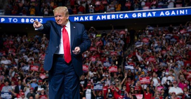 Como Trump explosiones de las encuestas, algunos donantes del partido REPUBLICANO de partida para plantear inquietudes