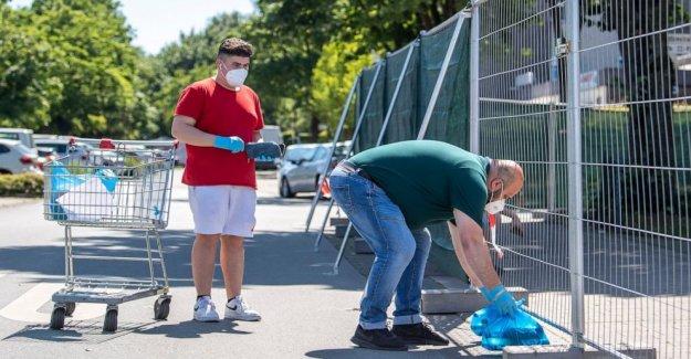 Controles de la policía, la masa de pruebas después de la carne alemanes de la planta brote