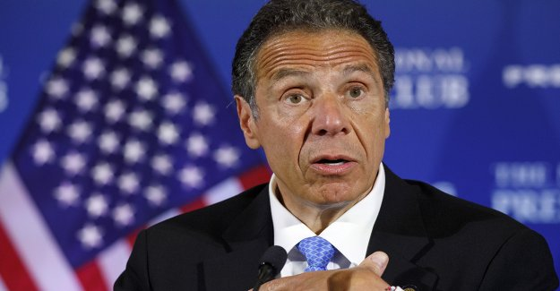 Cuomo dice que Nueva York pass 'más agresivo, las reformas policiales en el país