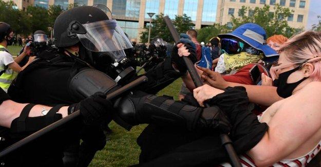 De policía de Aurora, en Colorado, que cuestionó el uso de la fuerza durante Elías McClain protesta: informe