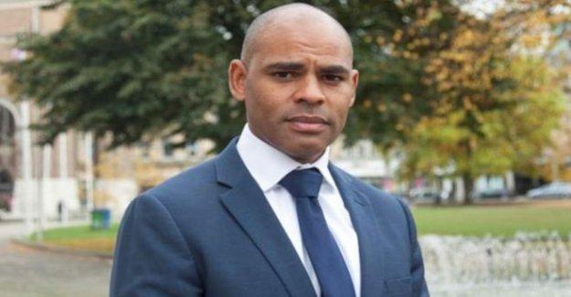 El alcalde recibe racista letras después de la estatua derrocado