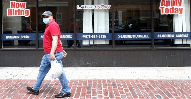 El desempleo en EE.UU. cae inesperadamente a 13,3% en medio de brote