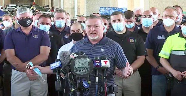 El estado de nueva york sindicato de policía jefe dice que los oficiales no deberían ser tratados  como animales y matones