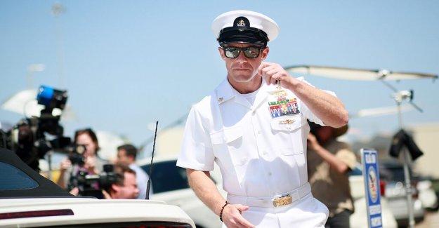 El ex SEAL de la Armada de Eddie Gallagher demanda el secretario de la Marina, del new york Times (reportero, alegando que la campaña de desprestigio
