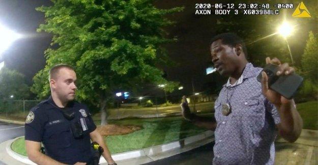 El ex oficial de Atlanta frente Rayshard Brooks cargo de asesinato se $250,000 legal, a cargo de impulsar la