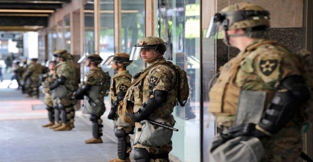 El gobernador de Wisconsin activa de la Guardia Nacional después de la noche de violencia, 2 estatuas derribadas