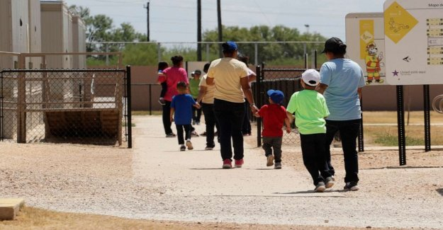 El juez insta a la liberación de los niños de centros de detención de ICE