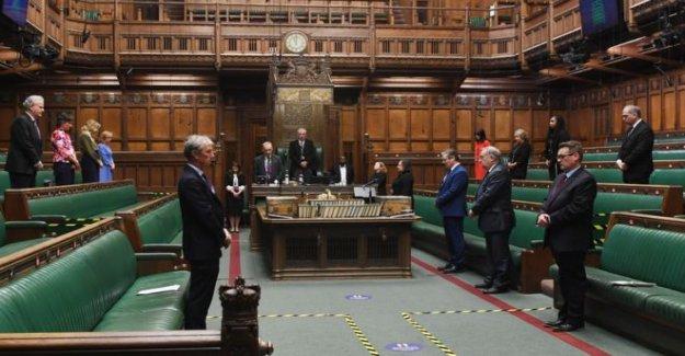 El parlamento mantiene minuto de silencio por George Floyd