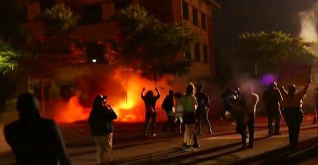 El triunfo de la campaña empleados a donar para ayudar a Minneapolis bombero reconstruir bar destruido por los manifestantes