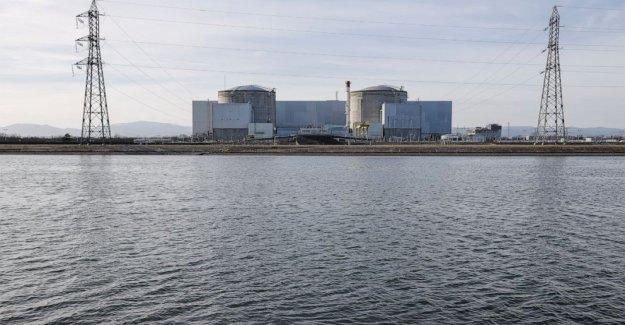 Emociones contradictorias como Francia persianas más antiguo de la planta nuclear de