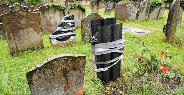 Esclavo de la tumba de actos de vandalismo en la ciudad del reino unido en aparente represalia