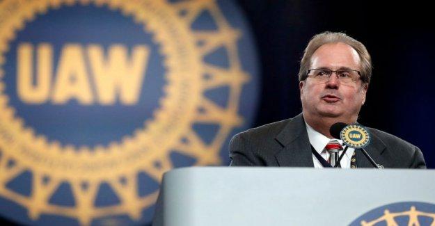 Ex-presidente de la UAW se declara culpable a vivir la vida de alta en cuotas