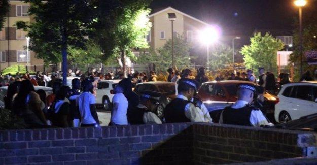 Fiesta en la calle de 500 personas rota por la policía