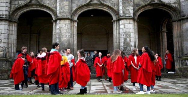 Fila sobre la nueva pac en los estudiantes de inglés en Escocia
