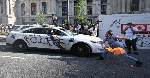 Filadelfia mujer acusada de incendio de los coches de policía en George Floyd disturbios
