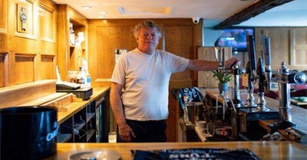 Frontera del pub 'extraño' lockdown como otros vuelva a abrir