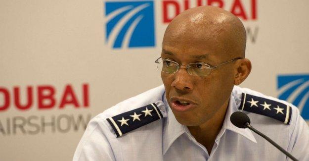 Gén. Charles Brown confirmado como el próximo jefe de la Fuerza Aérea de personal, convirtiéndose en el primer negro en el servicio militar en jefe en la historia Americana
