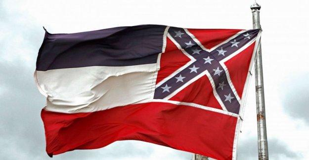 Gobernador de Mississippi para firmar proyecto de ley para eliminar la Confederación emblema de la bandera del estado en los próximos días'