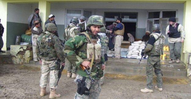 Héroe de intérprete para los militares de EE.UU. en Afganistán se convierte en ciudadano Estadounidense